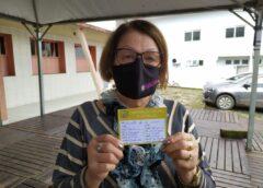 Idosos recebem segunda dose da vacina contra a Covid-19 em Treviso