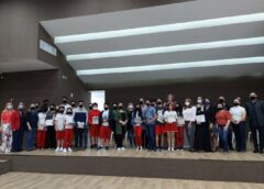 Governo de Içara premia alunos e professores por destaques na OBA